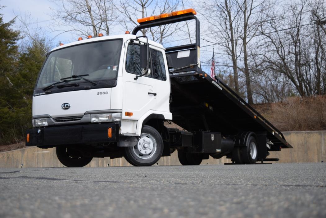 2003 Ud Trucks 2000  Dump Truck