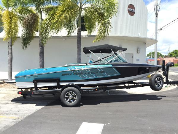 2017 Nautique Ski Nautique 200CB Team Edition
