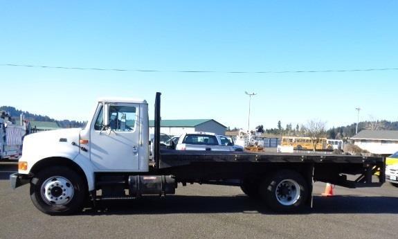 2001 International 4700 Flatbed Truck