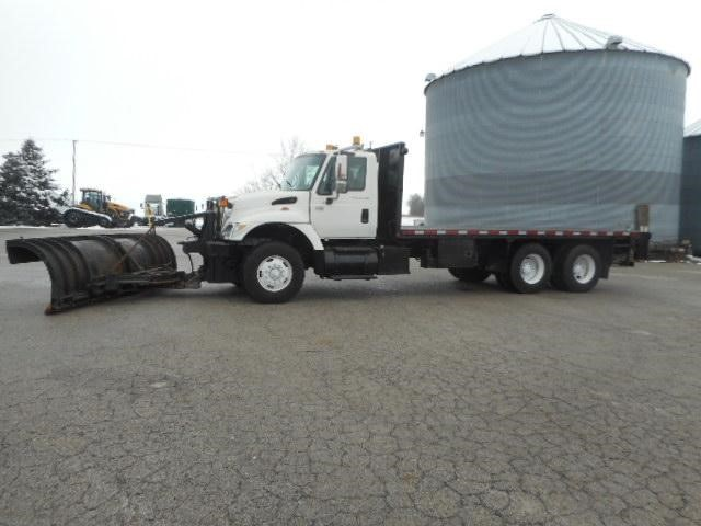 2005 International 7400  Plow Truck - Spreader Truck