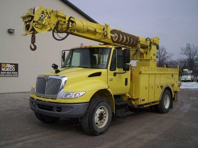 2005 International Durastar 4400  Digger Derrick