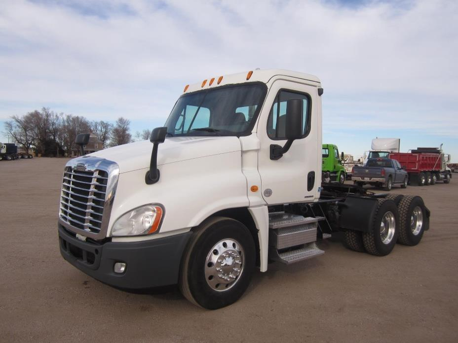 2010 Freightliner Cascadia 125 Conventional - Day Cab