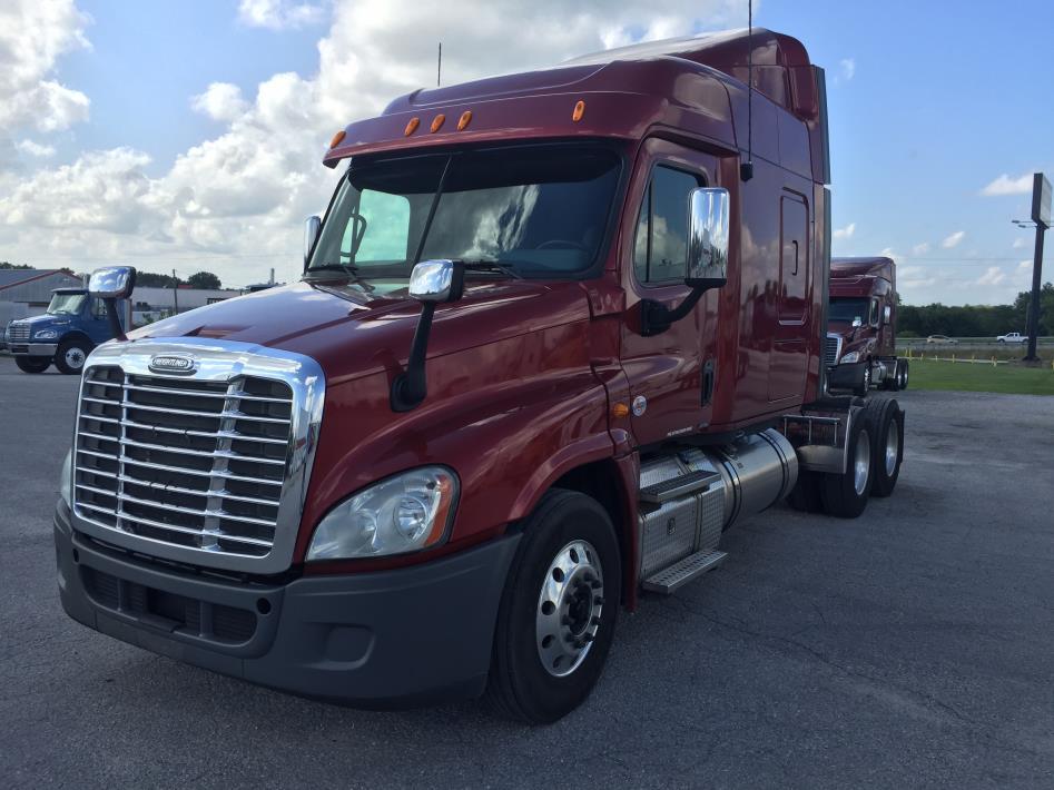 2013 Freightliner Cascadia Conventional - Sleeper Truck