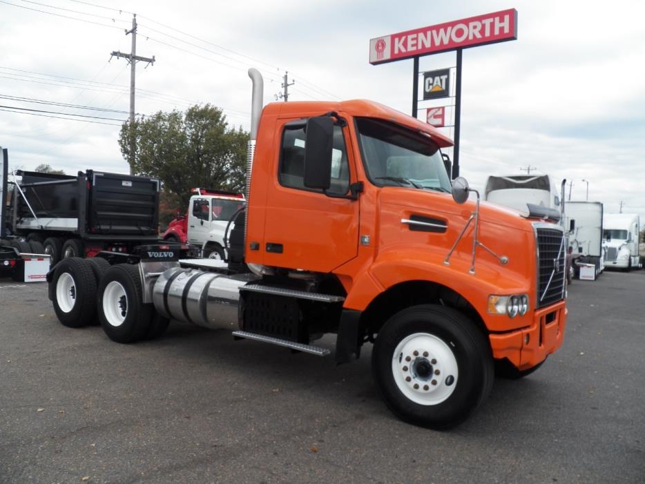 2014 Volvo Vhd104f Conventional - Sleeper Truck