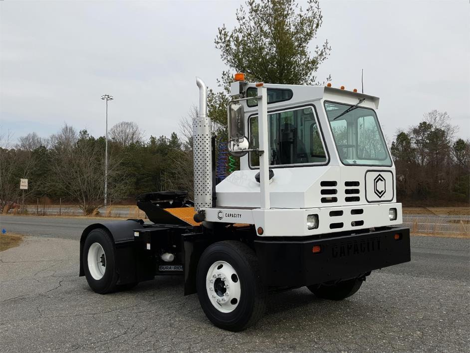 2011 Capacity Tj5000 Yard Spotter Truck