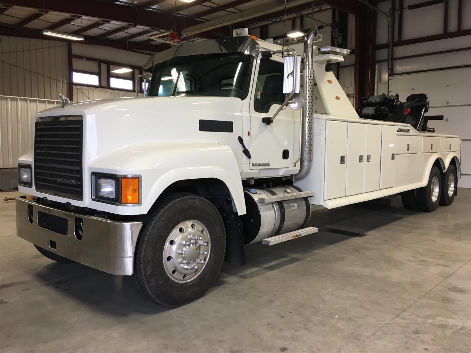 2013 Mack Pinnacle  Wrecker Tow Truck