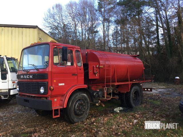 1985 Mack 250  Tanker Truck