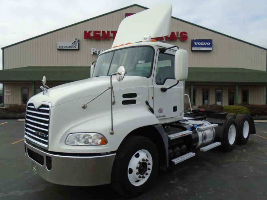 2012 Mack Pinnacle Conventional - Day Cab