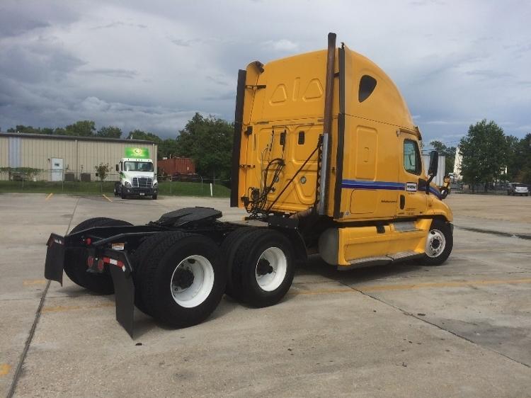 2012 Freightliner Cascadia Conventional - Sleeper Truck, 2