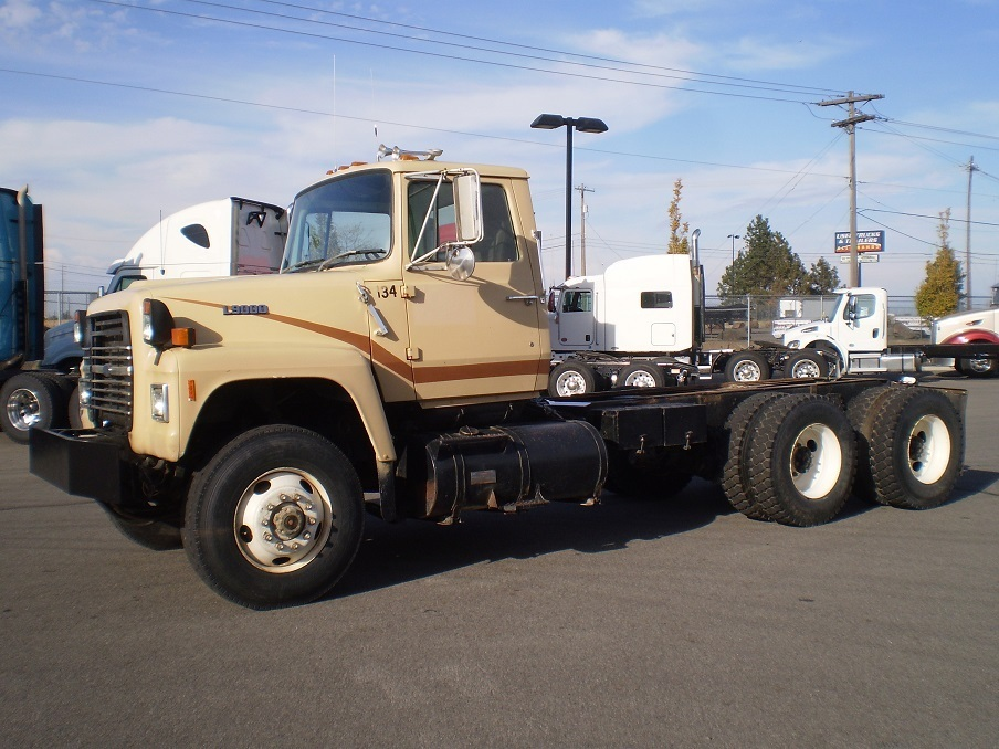 1988 Ford L9000 Cab Chassis