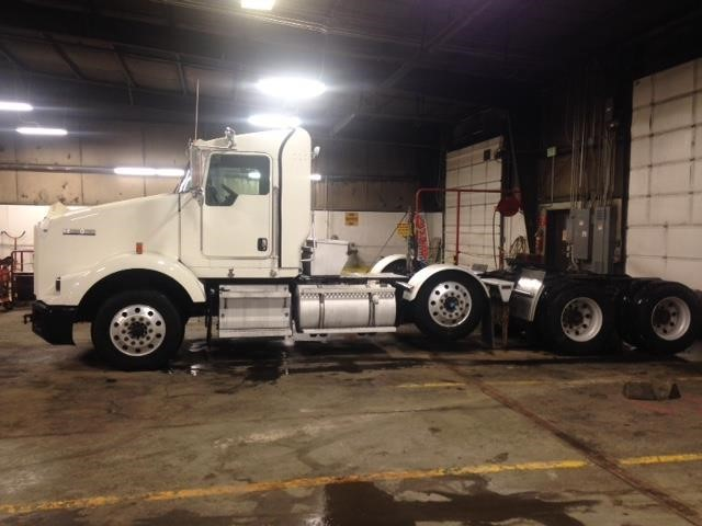 2011 Kenworth T800  Conventional - Day Cab