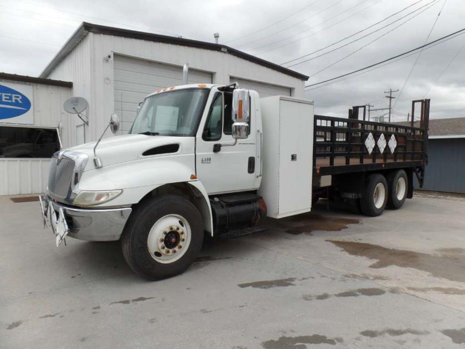 2004 International 4400 Flatbed Truck