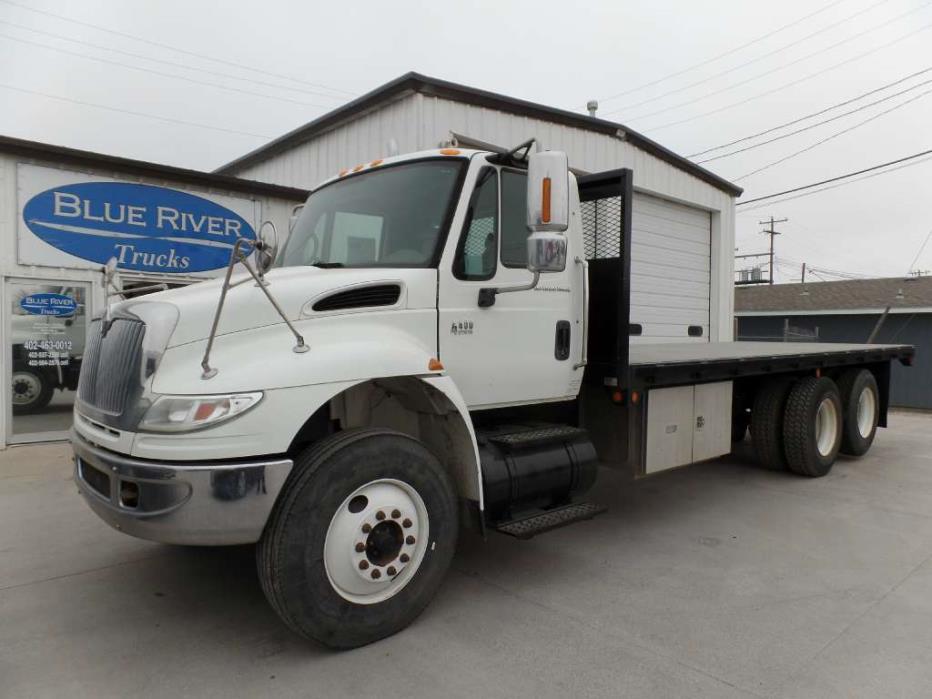 2005 International 4400 Flatbed Truck