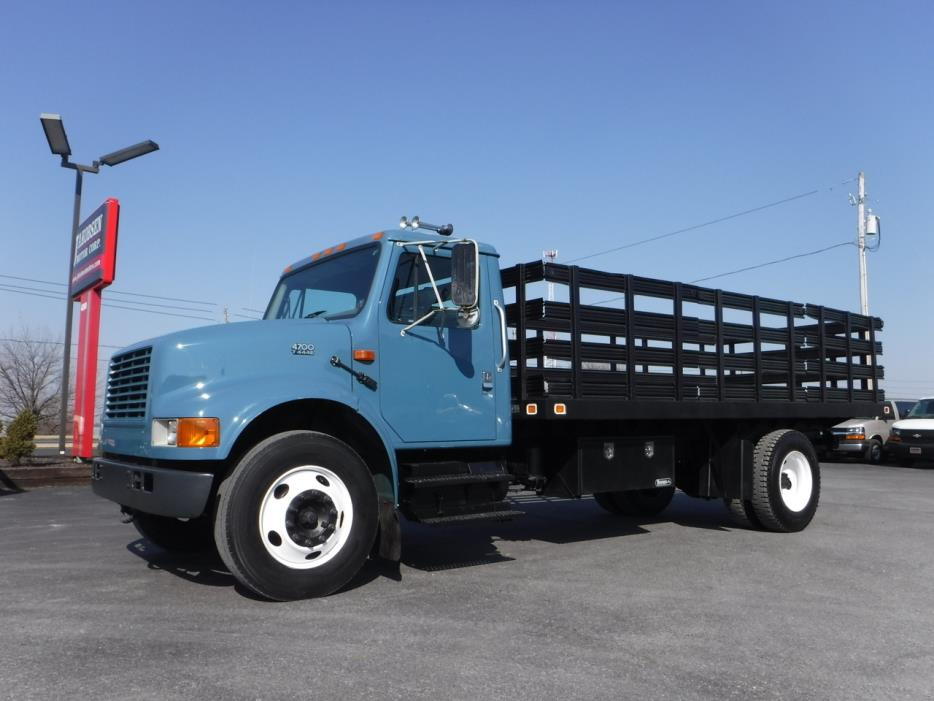 2001 International 4700 Flatbed Truck
