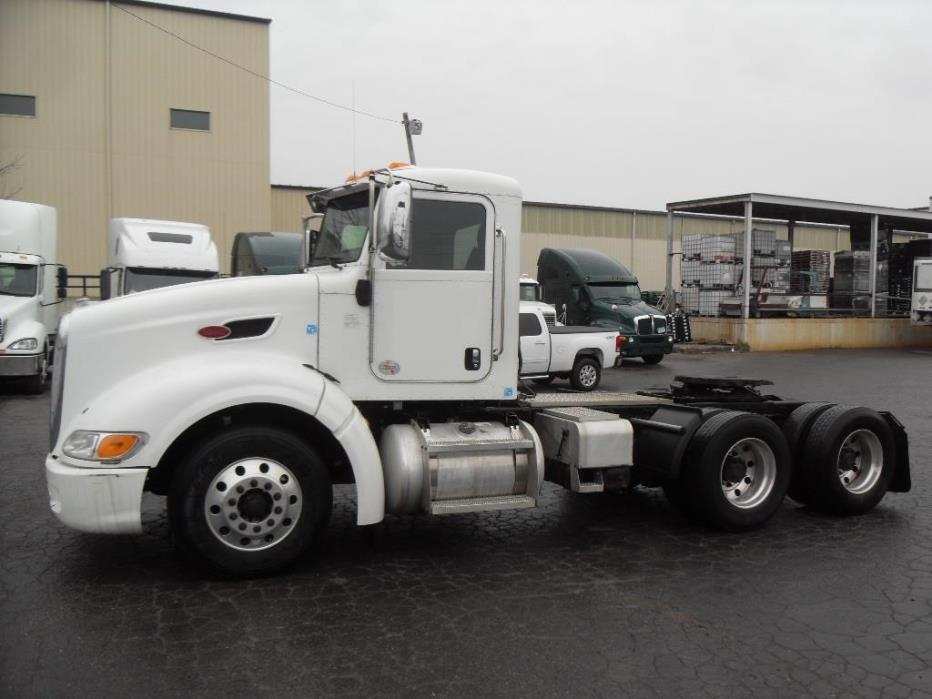 2011 Peterbilt 386 Conventional - Day Cab