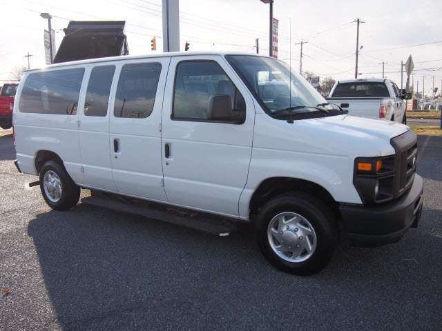2010 Ford E-Series Wagon  Passenger Van