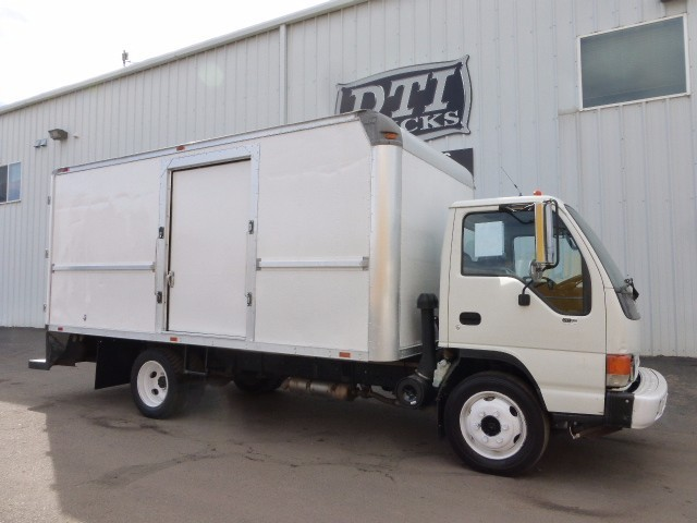 2005 Isuzu Nqr  Box Truck - Straight Truck