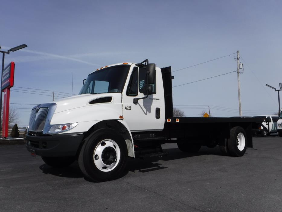 2003 International Durastar 4300 Flatbed Truck