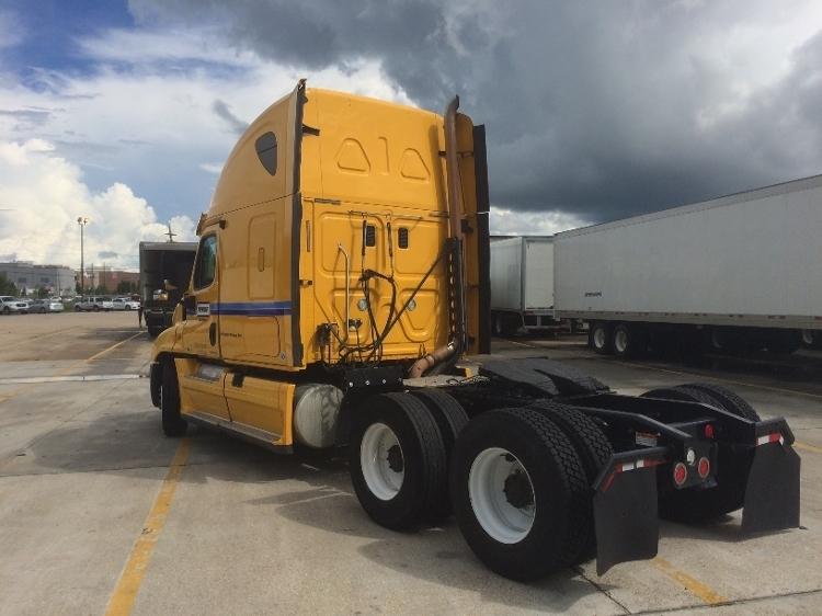 2012 Freightliner Cascadia Conventional - Sleeper Truck, 3