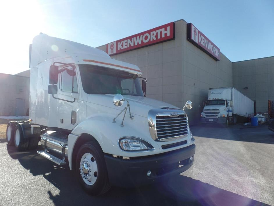 2006 Freightliner Columbia 120 Conventional - Sleeper Truck