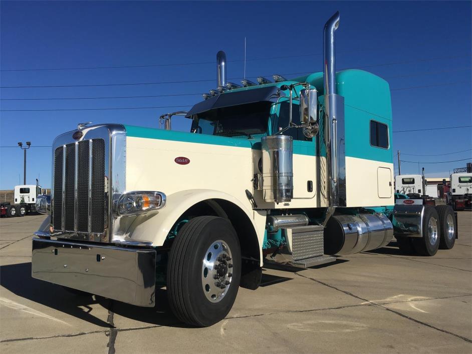 2018 Peterbilt 389  Conventional - Sleeper Truck