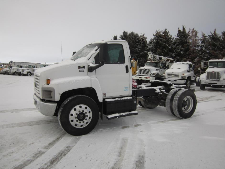 2004 Chevrolet C7500 Conventional - Day Cab