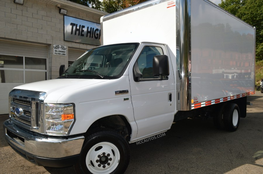 2014 Ford Econoline Commercial Cutaway  Cutaway-Cube Van