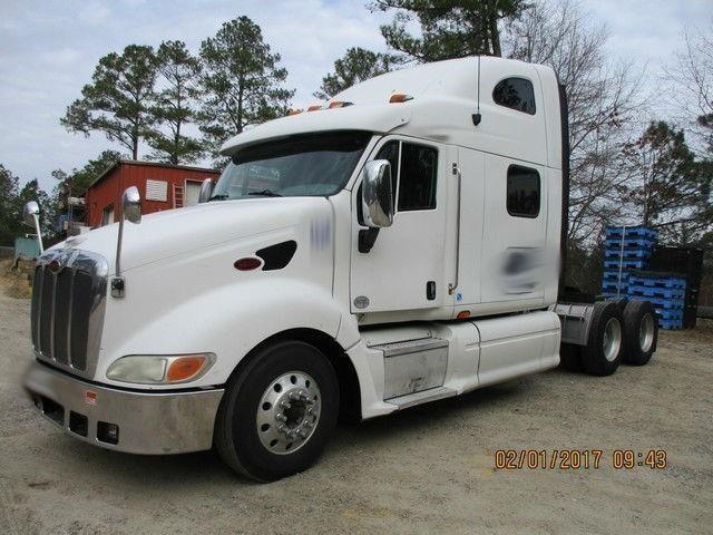 2010 Peterbilt 387  Conventional - Sleeper Truck