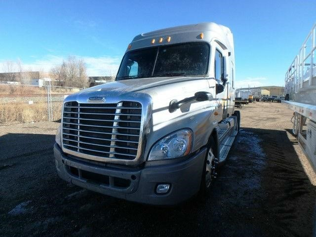 2009 Freightliner Cascadia Conventional - Sleeper Truck