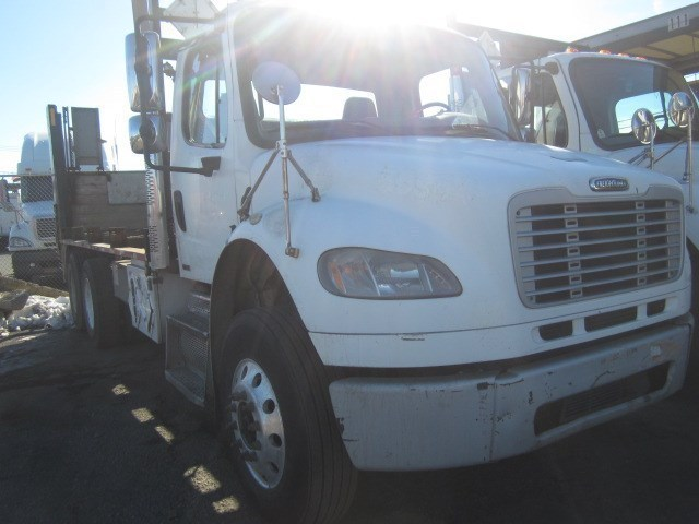 2009 Freightliner Business Class M2 106 Cab Chassis