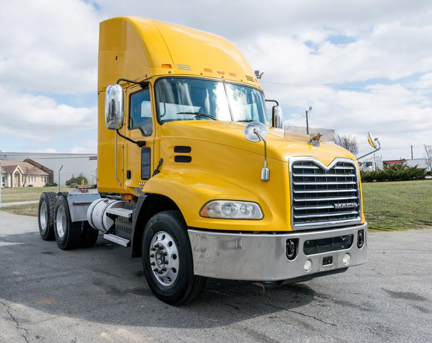2009 Mack Pinnacle Conventional - Day Cab