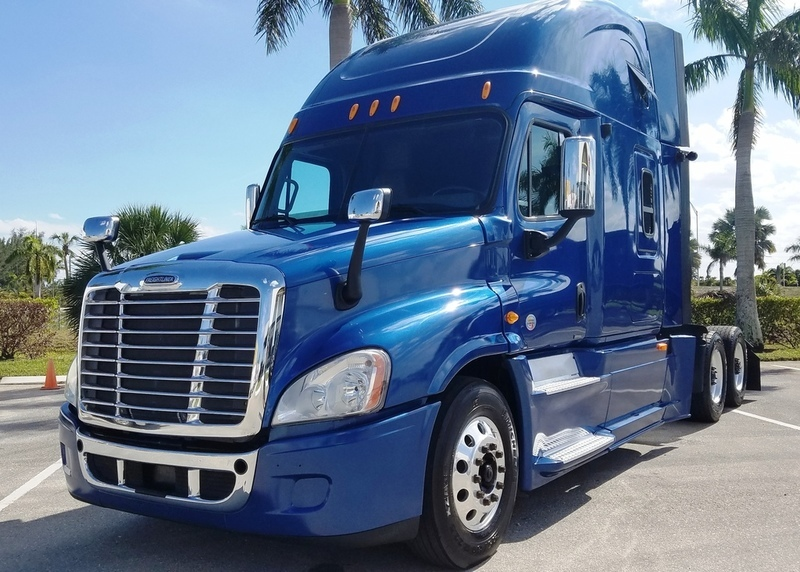 2013 Freightliner Cascadia  Cabover Truck - Sleeper