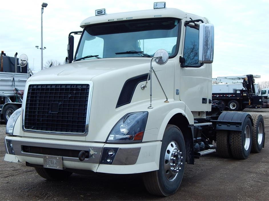 2008 Volvo Vnl64t300  Conventional - Day Cab