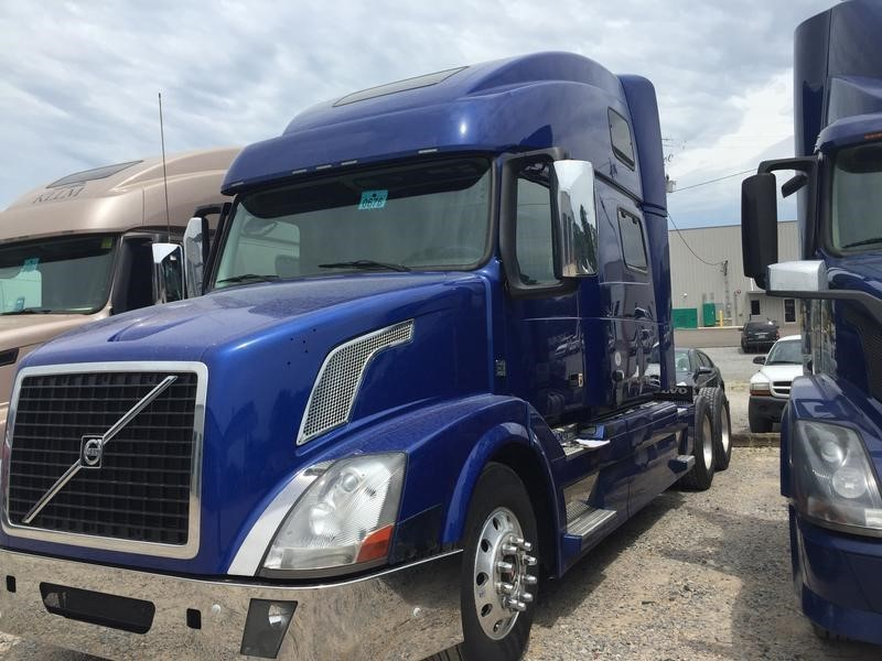2015 Volvo Vnl64t780  Conventional - Sleeper Truck