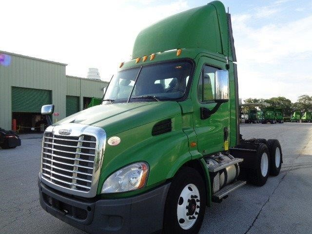 2011 Freightliner Cascadia 125  Conventional - Day Cab