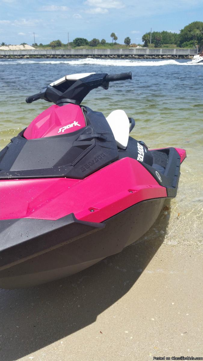CLEARANCE! NEW 2015 Sea-Doo Spark 2up 900 IBR / Conv in RARE BUBBLEGUM PINK -...