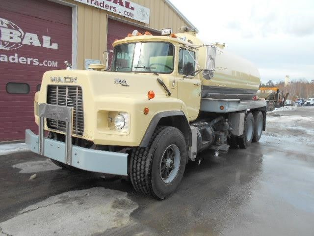1993 Mack Rb690s  Sewer Trucks