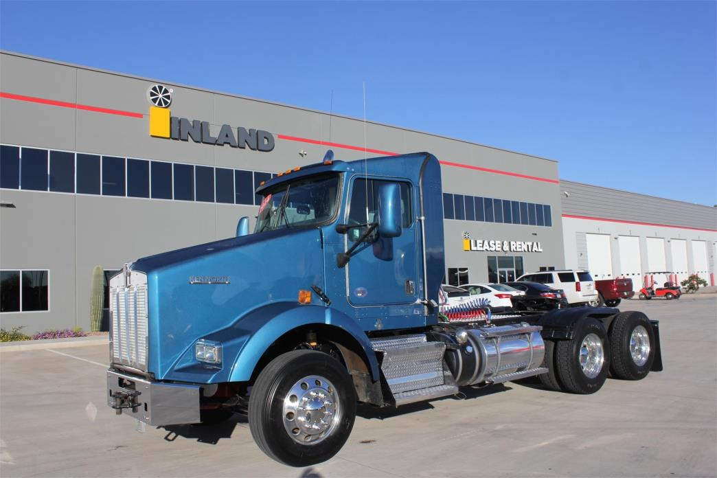 2014 Kenworth T800 Conventional - Day Cab