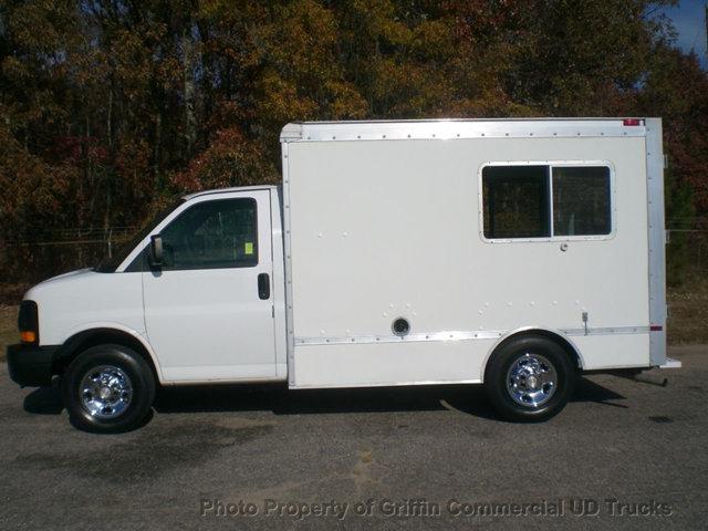 2005 Chevrolet Express Cube/Cutaway W/ Curb Side Door 26k Mi Box Truck - Straight Truck