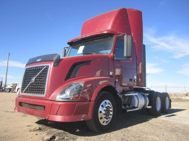 2010 Volvo Vnl64t300  Conventional - Day Cab