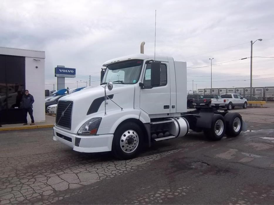2010 Volvo Vnl Conventional - Day Cab