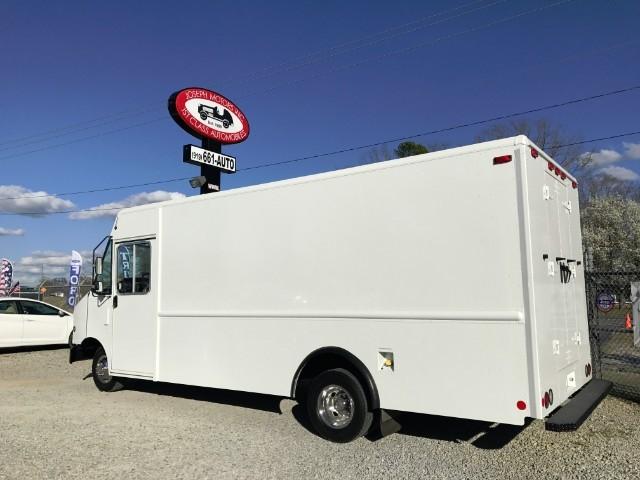 2009 Ford E350 Super D Box Truck - Straight Truck