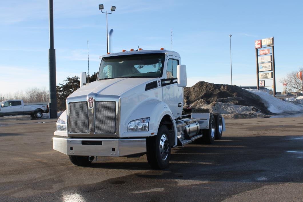 2018 Kenworth T880  Conventional - Day Cab