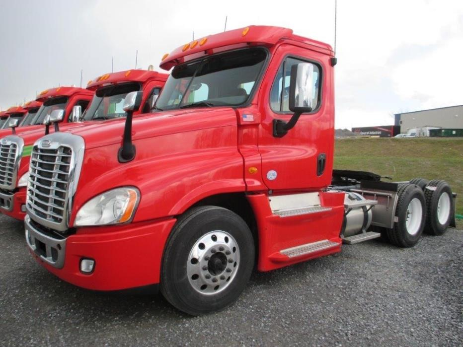 2012 Freightliner Cascadia 125  Conventional - Day Cab