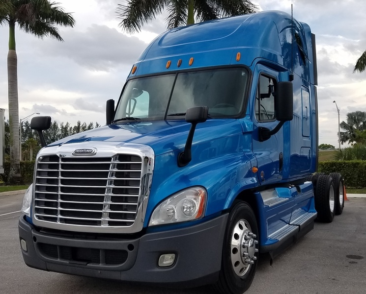 2012 Freightliner Cascadia  Cabover Truck - Sleeper