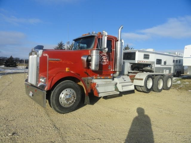 1998 Kenworth W900  Conventional - Day Cab
