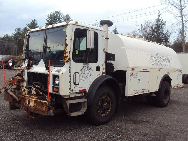 1999 Mack Mr690p  Water Truck