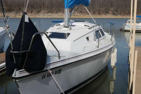 1995 Hunter Marine 27
