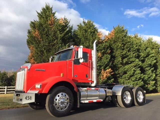 2013 Kenworth T800 Conventional - Day Cab