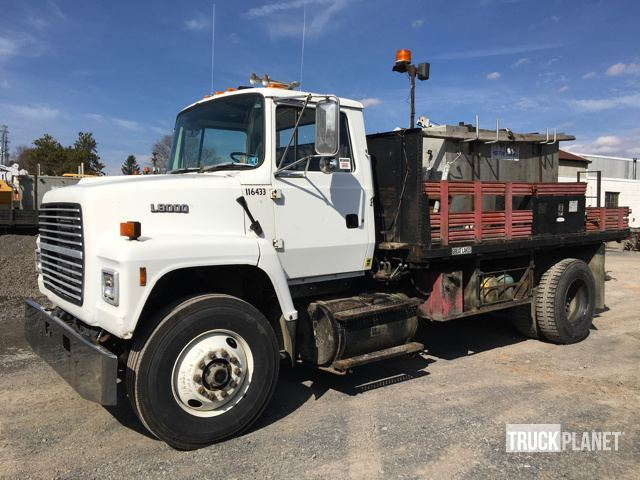 1991 Ford L8000  Flatbed Truck